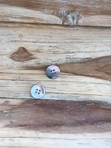 2 Pieces Brown Lip Shell Buttons