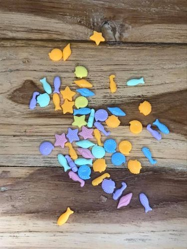40 pieces of Many Coloured Seaside Plastic Beads
