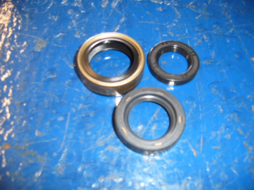 Escort Mk1 Mexico 2000e gearbox oil seals
