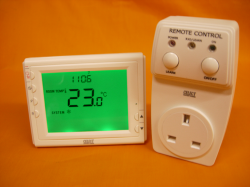 Celect Wireless RF 433MHz Large Screen VF Room Thermostat with Plug In Receiver