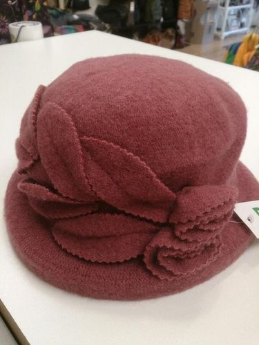 Dusky Pink Winter Hat with Flower/Leaf