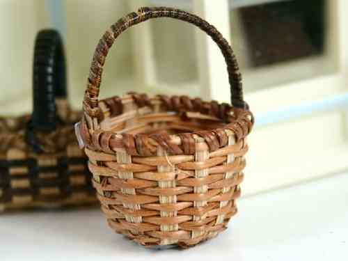 Basket with Cross-weave bottom
