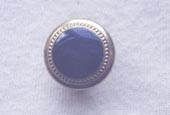 Rimmed dyed button