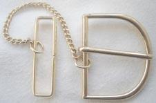 Gilt D ring buckle with chain