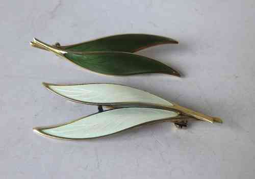 Thune Norway enamel white or olive green brooch
