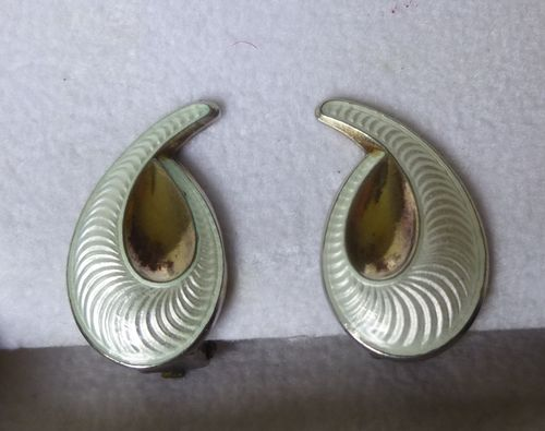 Elvik Norway white  enamel ear clips