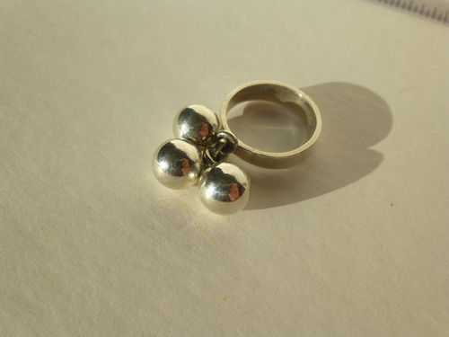 N.E.From Sterling 3 balls ring, size K, 5.5