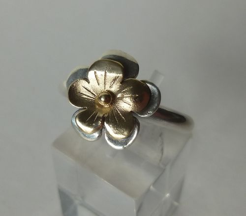 N.E.From Sterling gold flower ring, Size M, 6, 52
