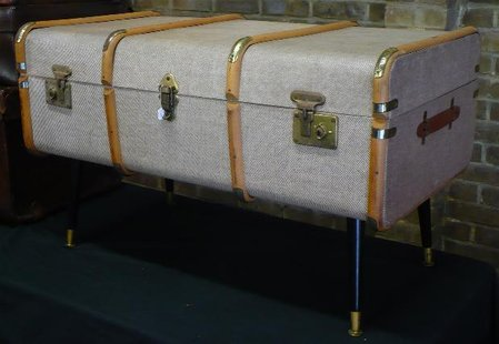 1950s Steamer Trunk coffee table with original 1950s 'Dansette legs'\\n\\n05/04/2015 23:24