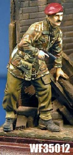 WF35012, 1/35th scale WWII British Para Officer