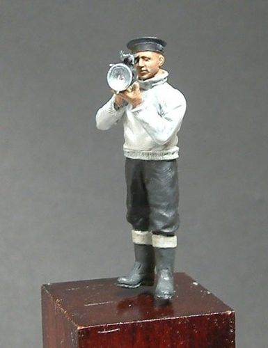 WF35014, 1/35th scale WWII Royal Navy Sailor with Aldis Lamp