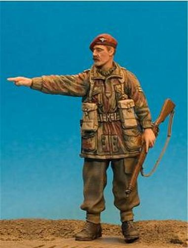 WF35022, 1/35th scale WWII British Para NCO. Pointing (Rifle)