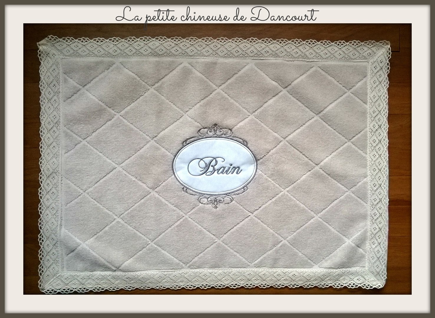 Tapis de bain brodé collection romantique