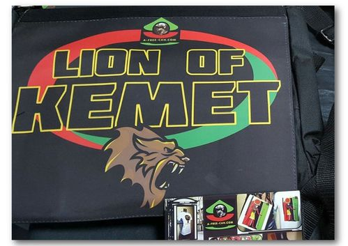 "GRANDE Sacoche à bandoulière / BIG shoulder Bag / GRANDE Bolsa de ombro: ""LION OF KEMET"""
